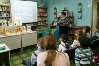 Юные дудинцы провели «Веселый день» в библиотеке семейного чтения